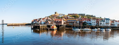 Cuadros en Lienzo Scenic view of Whitby city and abbey in North Yorkshire, UK