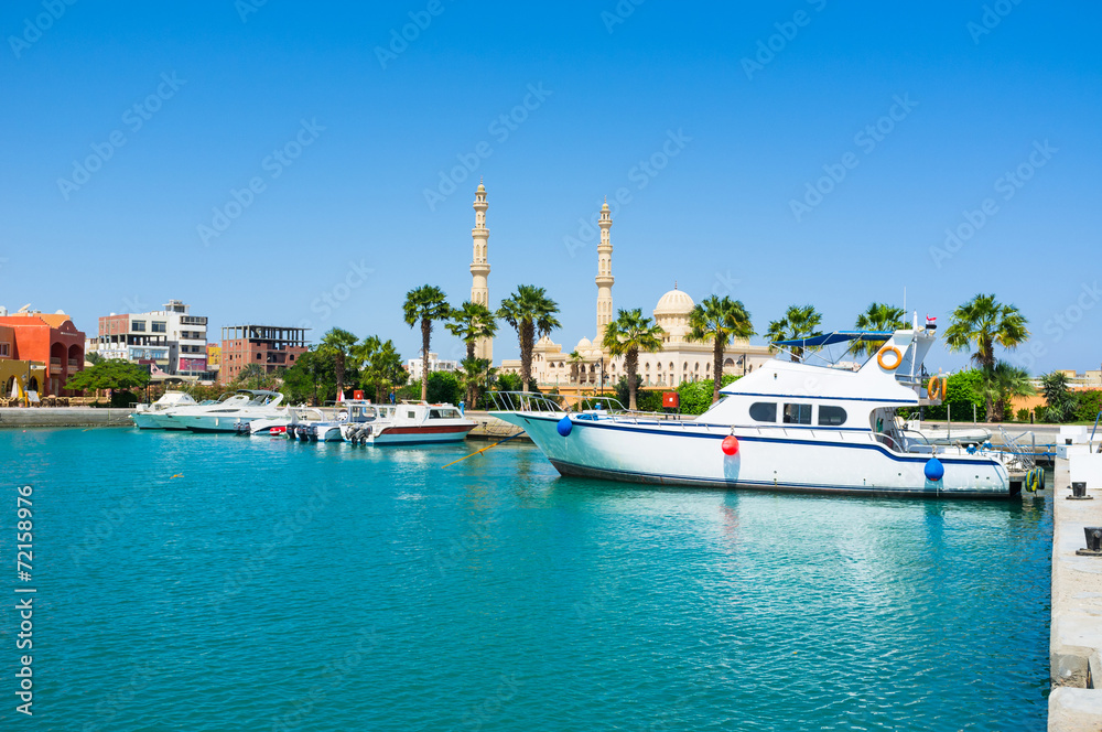 Fototapeta The harbor of Hurghada