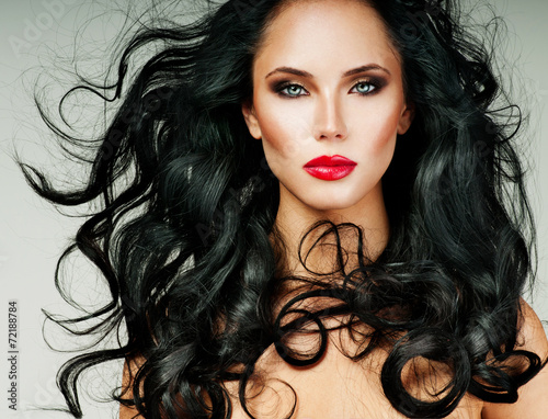 Valokuva  brunette with long hair and red lipstick