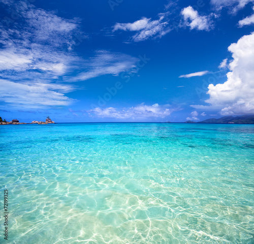 Foto Tropical turquoise bay and blue sky, Mahe Island, Seychelles
