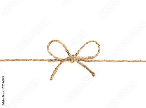 Fotografía  Cuerda o cordel atado en un arco aislado en fondo blanco