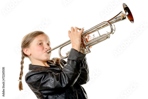 Fotografia a pretty little girl with a black jacket plays the trumpet
