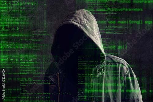 Fotografía  Sin rostro encapuchado pirata informático anónimo