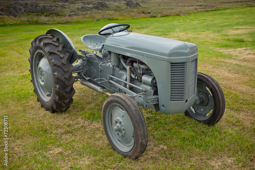 Plakat  Retro Tractor on the Iceland field