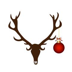 Hirschgeweih mit Weihnachtskugel