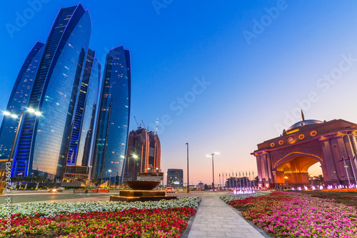 Poster Abou Dabi Streets of Abu Dhabi at dusk, capital of United Arab Emirates