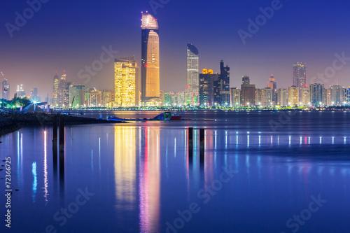 Poster Abou Dabi Panorama of Abu Dhabi at night, capital of United Arab Emirates