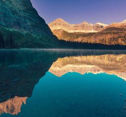 Fototapeta góry odbite w jeziorze