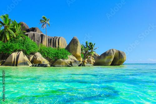 Foto op Canvas Tropical strand Ocean Exotic Stones