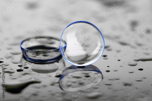 Fotografía  Contact lenses with water drops on bright background