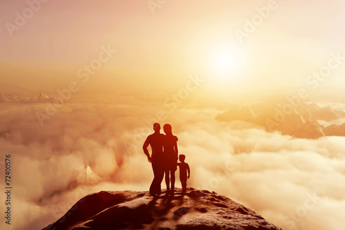 Family together on mountain looking on sunset cloudscape фототапет