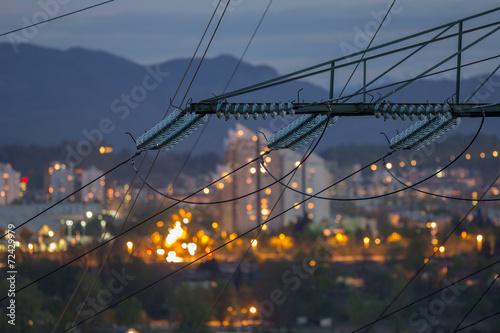 Fotografía  Postes altos de energía Electricidad en zona urbana