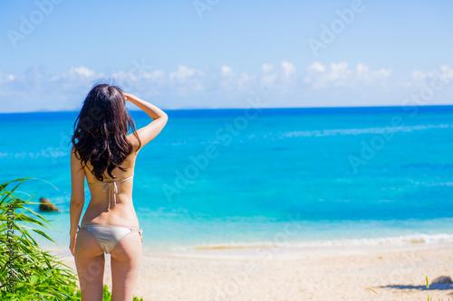 Fotografie, Obraz  ビーチと水着の女性