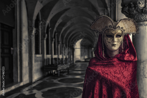 Foto op Canvas Venice Beautiful Woman in Mysterious Mask