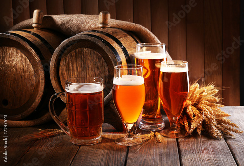 Beer barrel with beer glasses on table on wooden background Plakát