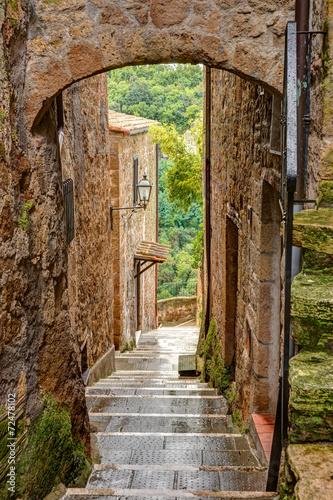 aleja-w-starym-grodzkim-pitigliano-tuscany-wlochy