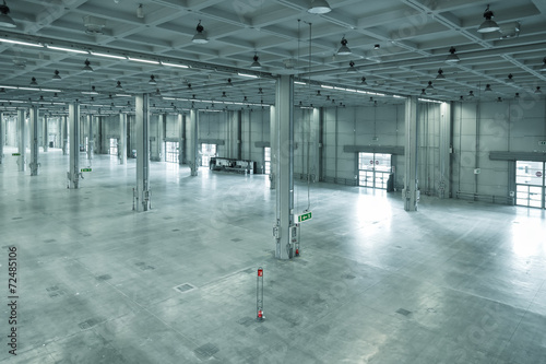 Poster Industrial geb. empty large modern warehouse, industrial area or factory