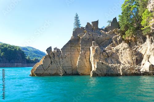 Rocky island in green canyon, Turkey Fototapet