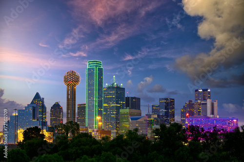 Montage in der Fensternische Texas Dallas City skyline at dusk, Texas, USA