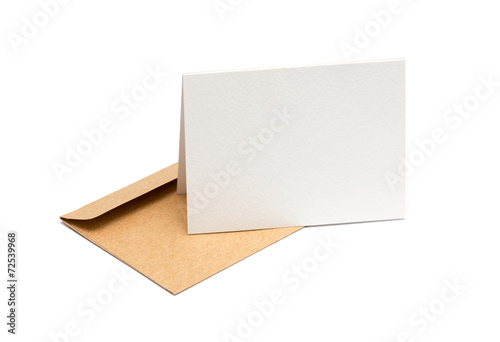Fotografía  brown envelope with a blank white card over white