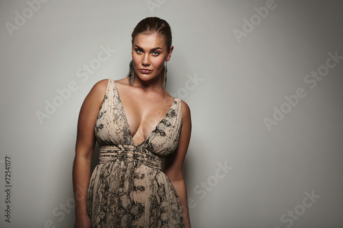 Stampa su Tela Voluptuous female model posing a beautiful dress