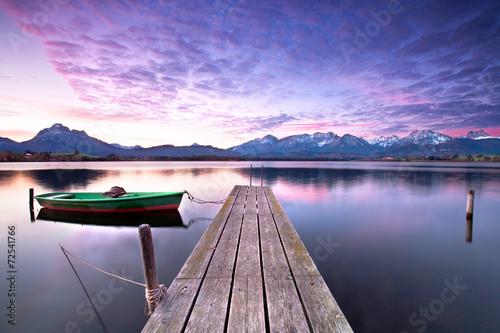 cichy początek dnia nad jeziorem