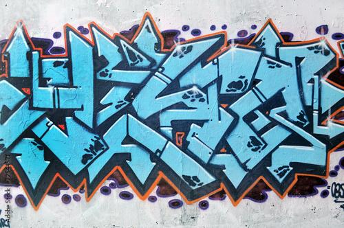 Muro con graffiti, tipica scena urbana