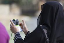 Muslima Mit Handy