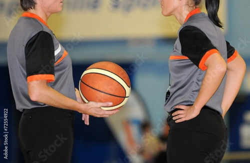 Leinwand Poster arbitrage féminin au basket-ball
