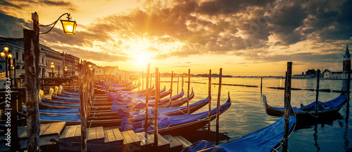Foto op Aluminium Venetie Panoramic view of Venice with gondolas at sunrise
