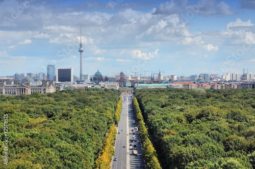 Cadres-photo bureau Berlin Berlin skyline with Tiergarten Park