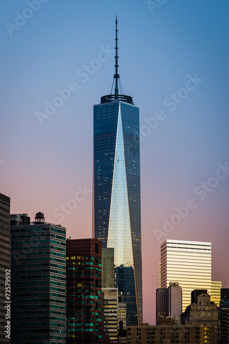 Cuadros en Lienzo NEW YORK CITY, September 4, 2014: Freedom Tower during sunrise