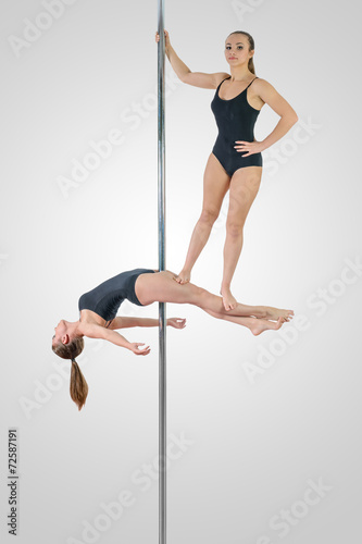 Photo  Pole dance duet