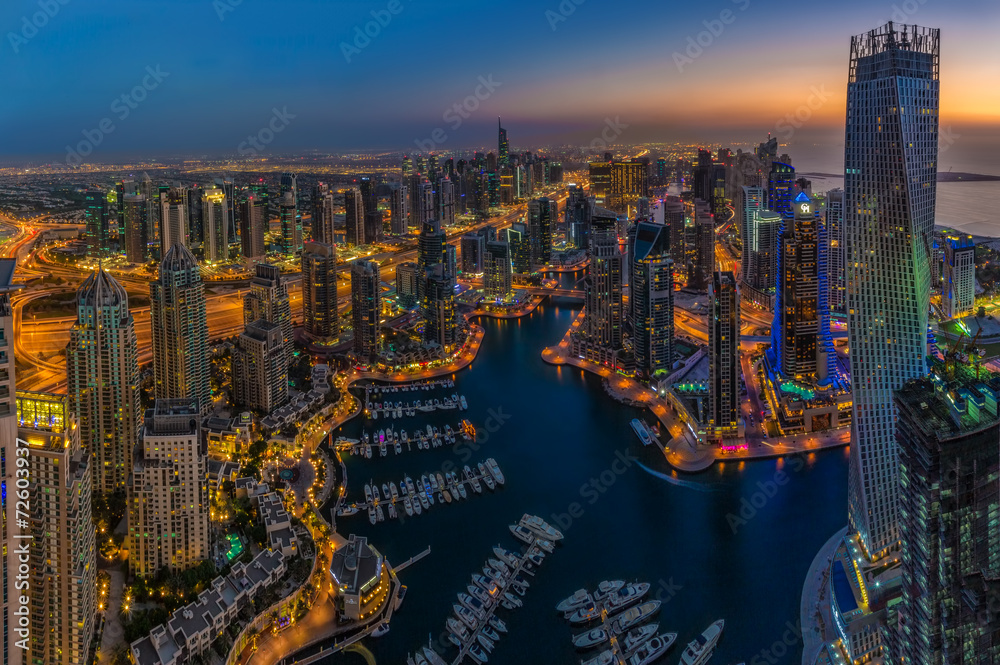 Fototapeta DUBAI, UAE - OCTOBER 13: Modern buildings in Dubai Marina, Dubai