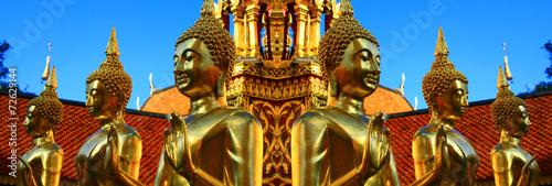 Bouddha doré au Temple de Doï Sutep en Thaïlande