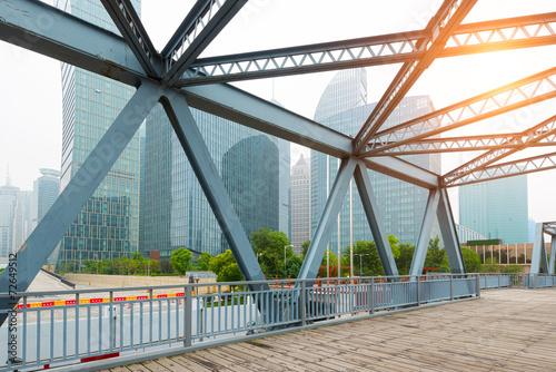 Photo  Shanghai's modern architecture and ancient steel bridges