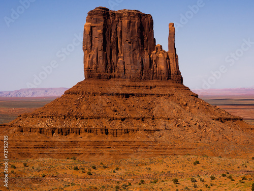 Fotografie, Obraz  Towering sandstone butte in Monument Valley