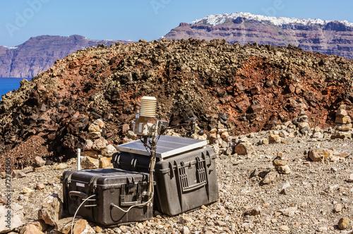 Autocollant pour porte Volcan Seismic monitoring of Santorini's Volcano