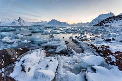 spitsbergen-svalbard-arktyczny-zimowy-krajobraz