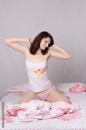 Valokuva Woman waking up stretching