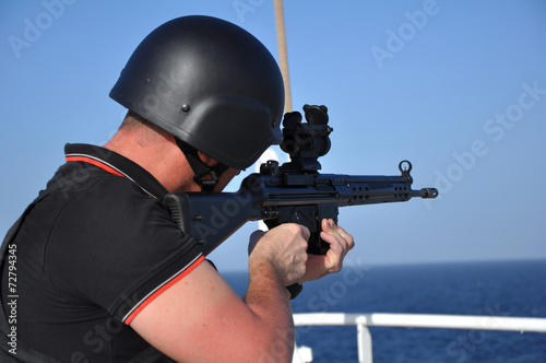armed guard on board sea going vessel in aden gulf Fototapet