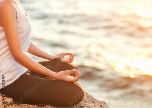 Keuken foto achterwand Ontspanning girl in lotus pose at sunset