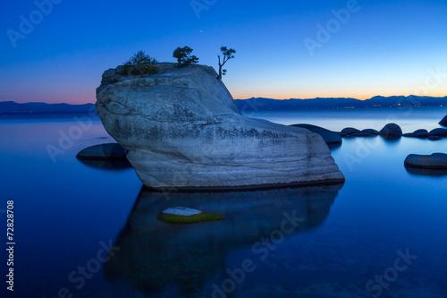 Spoed Fotobehang Bonsai Bonsai Rock, Lake Tahoe