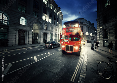 Cadres-photo bureau Londres bus rouge old bus on street of London
