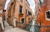 Domy Wenecji wzdłuż kanałów miasta - 72857952
