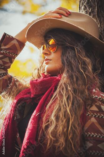 Poster Gypsy autumn fashion woman outdoor
