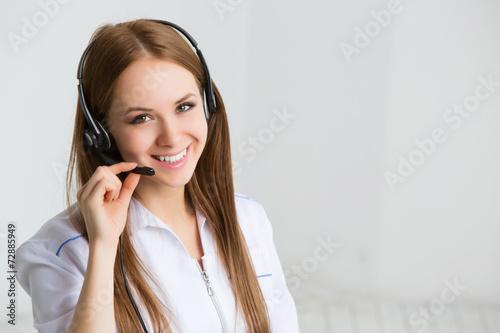 Fotografía La mujer del trabajador de servicio al cliente, centro de atención telefónica de
