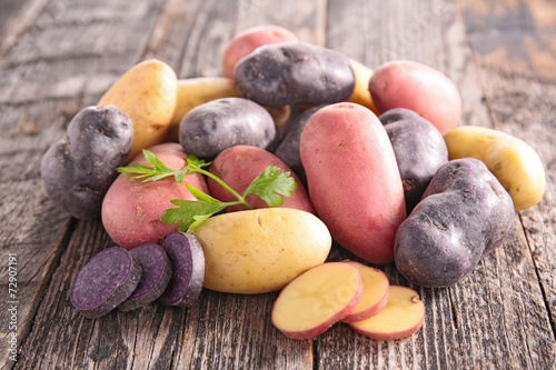Leinwand Poster raw multicolored potato