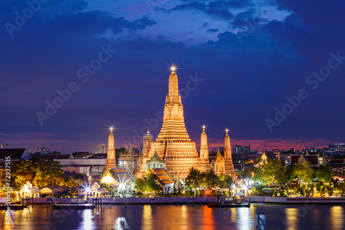 Photo  Wat Arun Temple in bangkok thailand