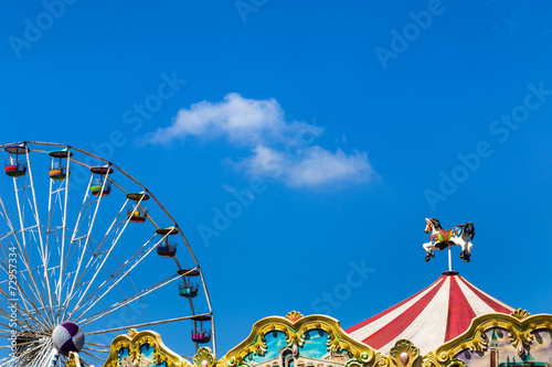 Papiers peints Attraction parc antique carousel horses tent and ferris wheel in amusement park